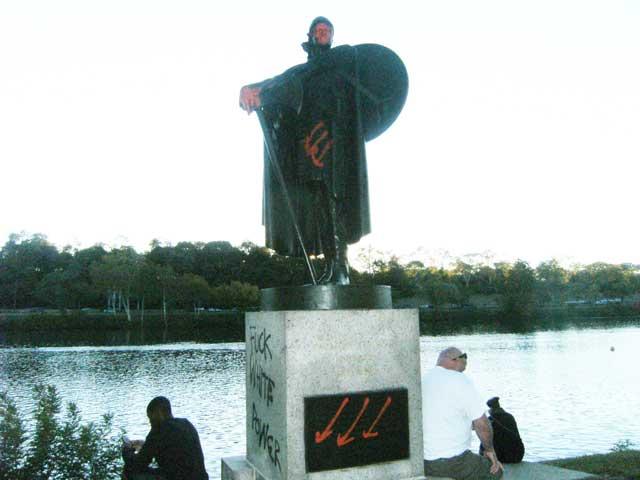 Thorfinn-Karlsefni-statue-vandalized-Philadelphia-USA-Antifa