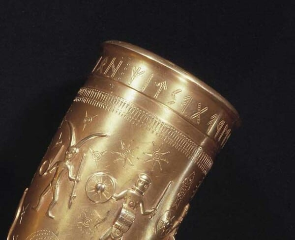 golden-horns-gallehus-guldhornene-drinkinghorn-denmark-vikings