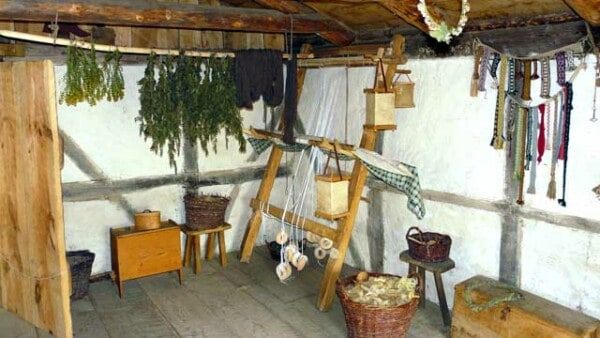 inside-viking-pit-house-grubehus