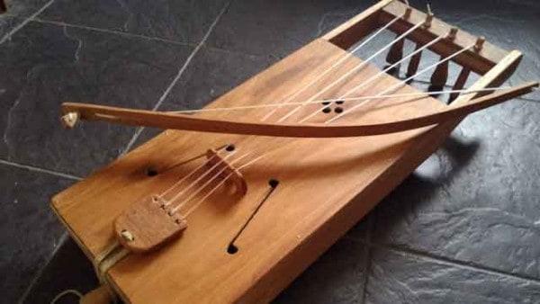 tagelharpa-string-instrument-viking-age-music-wardruna-einar-selvik