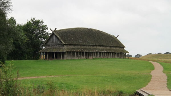 viking-house-longhouse-farm-village-vikingage-vikings