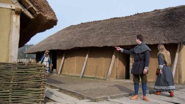 viking-townhouses-hedeby-vikingage