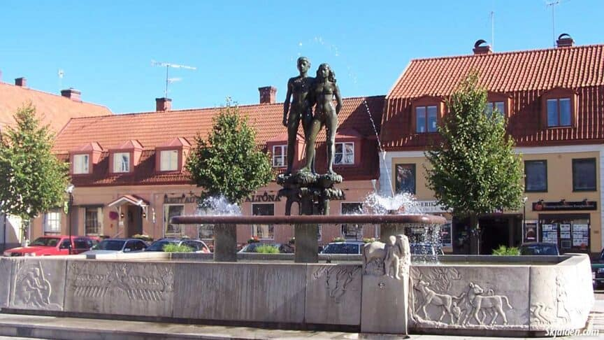 ask-and-embla-statue-sweden